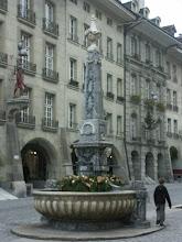 Photo: Kreuzgassbrunnen - http://www.jenk.ch/tag/bern/