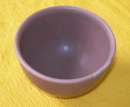 写真: 紅釉ぐい呑 琉球大田焼窯元:平良幸春作  掲載作品のお問い合わせは ℡/FAX 098-973-6100でお願致します。