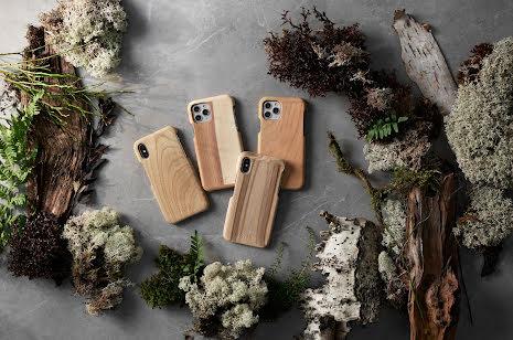 Mobilskal till iPhone X av svenskt hyggefritt trä, natur