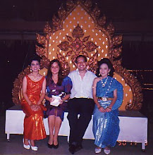 Photo: En el hotel Dusit Laguna(Puket, Tailandia) en la fiesta de Lei-ka-tong (noviembre de 1990)