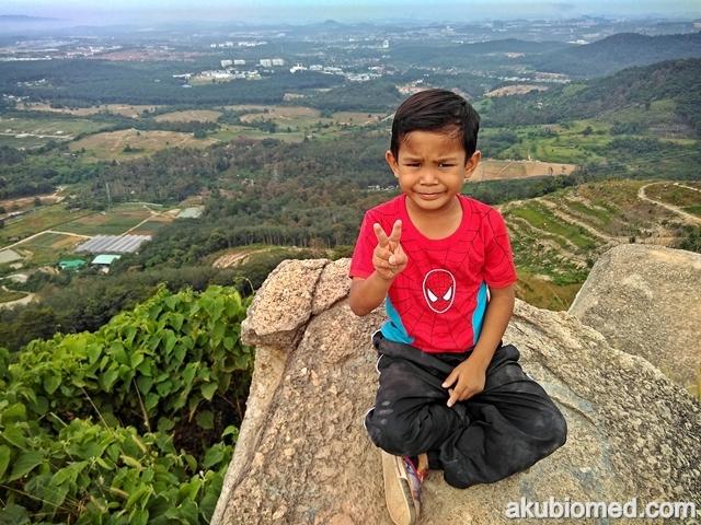 Aslah pun ikut sekali mendaki Broga Hill
