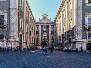 Risultati immagini per foto edificio della sede soprintendenza catania