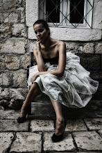 """Photo: Téma výstavy: """"Fashion & glamour"""" - Hvar 2011 (na fotografiích jsou k vidění české modelky). Autor: Marcel Chrubasík, student 2. A. Na této fotografii je modelka Martina."""