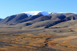 Photo: Вершина Сутай 4090 м. Базовый лагерь обозначен в красном кружке внизу фотографии.