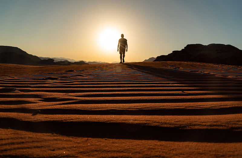Quando c'è una meta anche il deserto diventa strada di Giovanni Coste