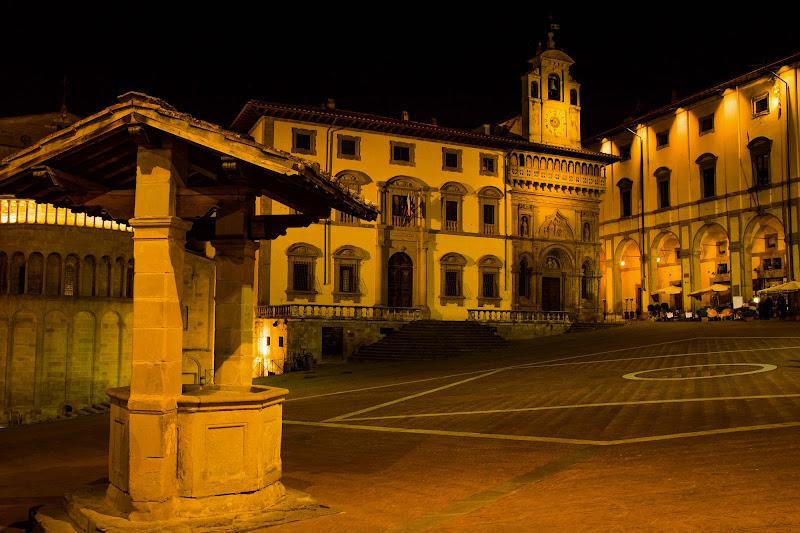 Notte in Piazza Grande---- di peraperina