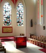 Photo: Centre spirituel du Haumont - Autel et ambon en verre fusing
