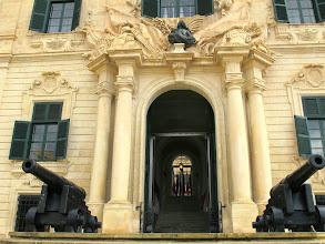 Photo: 203 La Valette, entrée, siège Premier Ministre, place de Castille