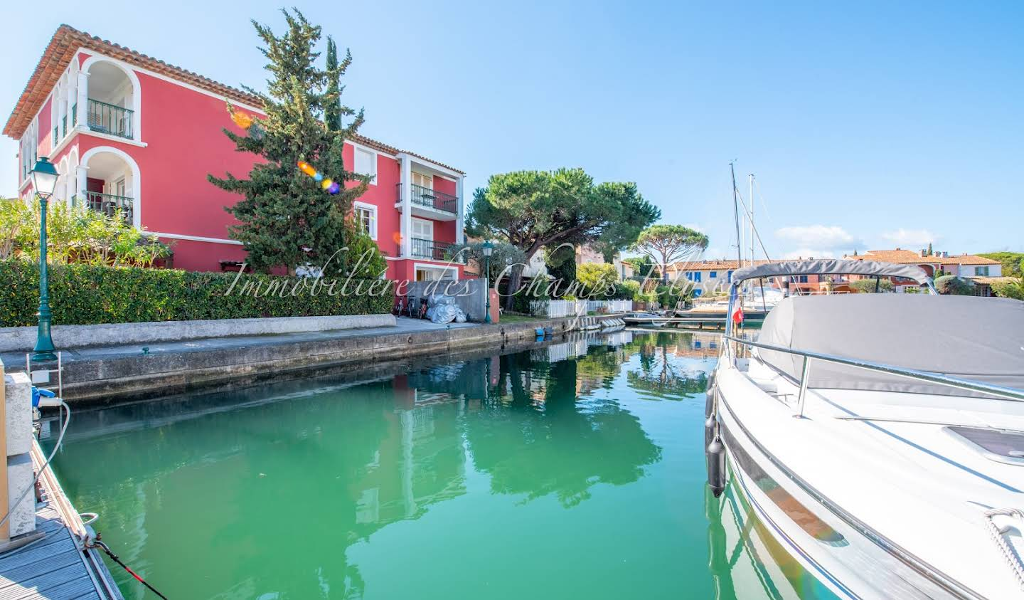 Appartement contemporain avec terrasse en bord de mer Port grimaud