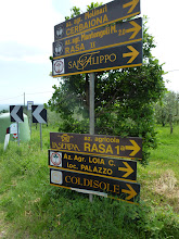 Photo: signs to vineyards