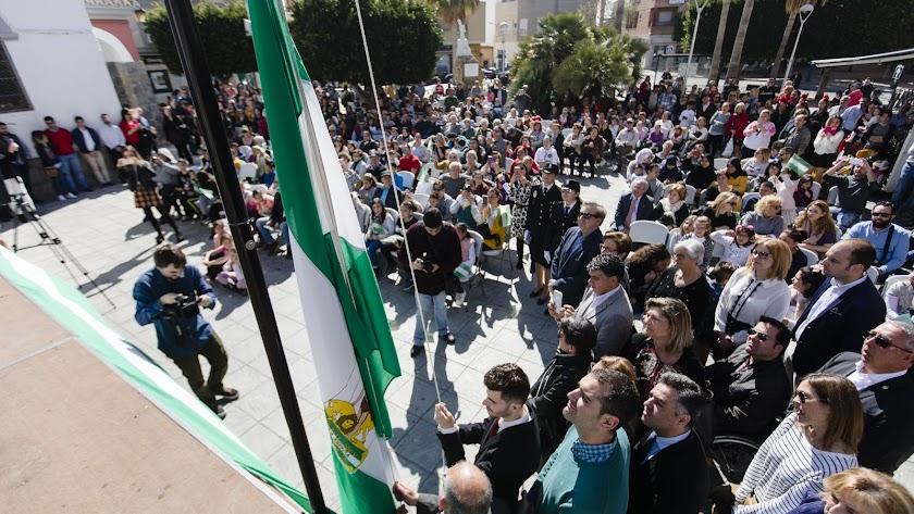 Izado de la bandera de Andalucía en La Cañada.