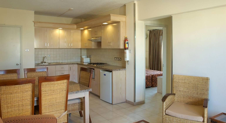 Senator Hotel Apartments