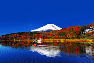 Photo: Who would be wearied of life when there are so much beauties in the world? Though I may walk alone but I am never lonely... Another view of Mount Fuji. #mountainmonday #mirrormonday #reflectionweek #fallcolorsweek