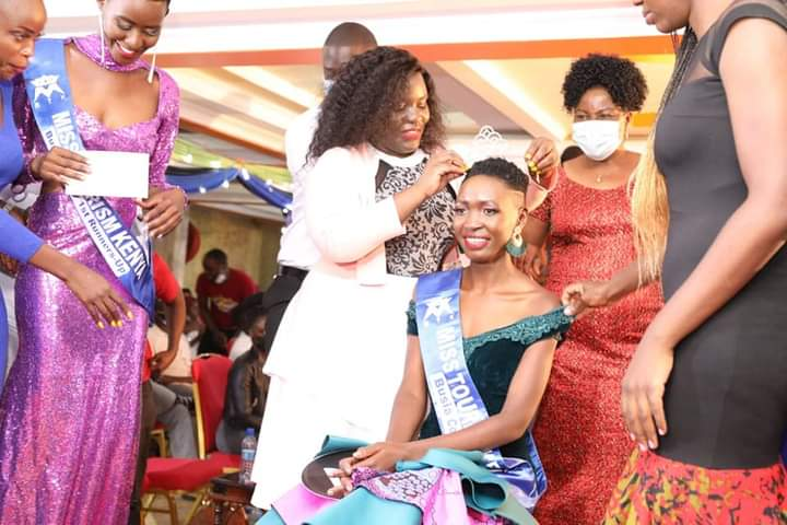 Busia First Lady Judy Ojaamong crowns Vannes Hassenye as Miss Tourism Kenya Busia county queen.