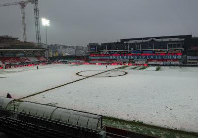 """📷  Veld van KV Oostende omgedoopt in een sneeuwtapijt, maar: """"Tot nader order wordt er gewoon gespeeld"""""""