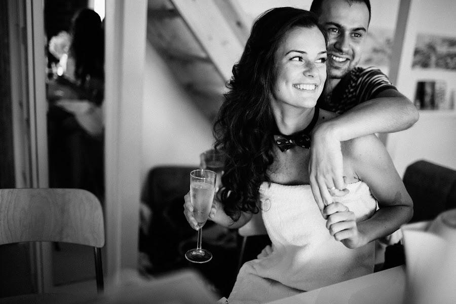 Wedding photographer Vasiliy Tikhomirov (BoraBora). Photo of 26.10.2014