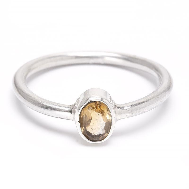 Citrin, liten fasettslipad sten i silver