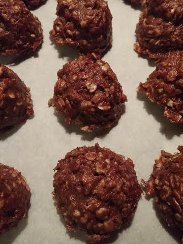 3 Ingredient Sugar-Free No-bake Oatmeal Cookies