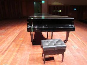 Photo: Estrada w Eindhoven. Klapa fortepianu przymocowana, żeby nikt się nie wtrącał :-)