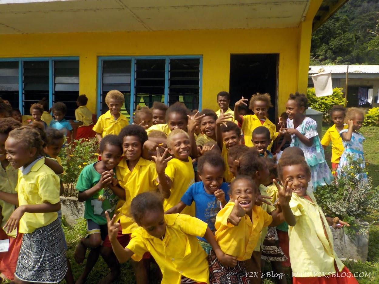 Gli alunni delle elementari di Loltong - Pentecoste