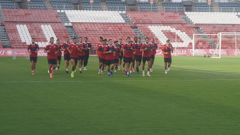 El Almería ya pisa el césped.