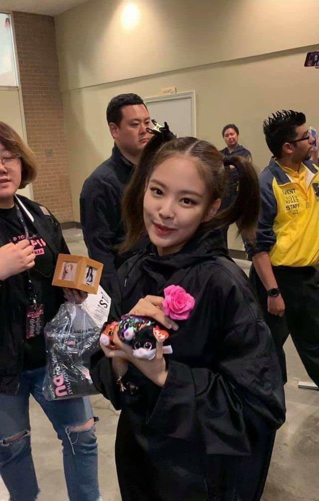 jennie backstage