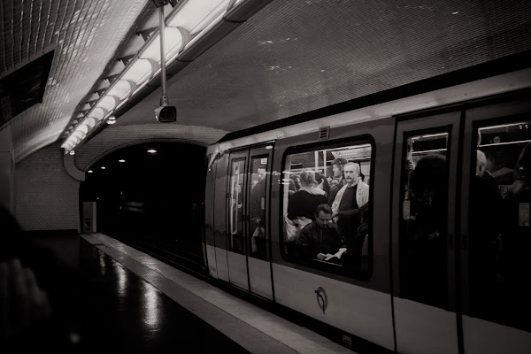 """behind the subway glass"" di MartinaValle"