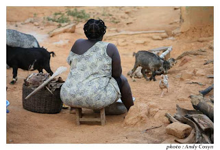 Photo: scène de village, Akwidaa, western region, Ghana