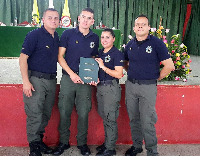 POLICÍAS PENITENCIARIOS SE GRADÚAN EN COLOMBIA COMO ENFERMEROS CANINOS