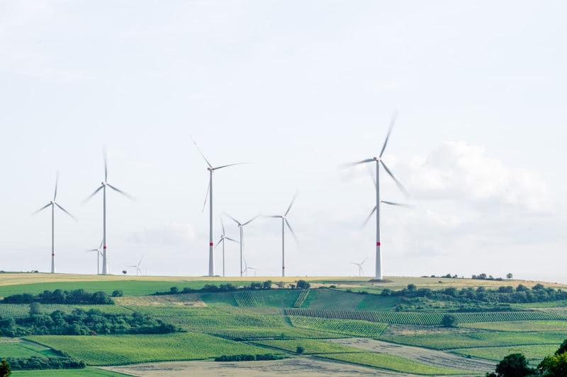 ENERGIE - Energiekaart toont aantal zonnepanelen en windturbines in jouw gemeente