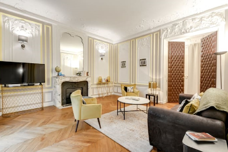 Spacious living area at Boetie IV Serviced Apartment, Champs Elysees