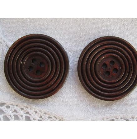 Mörkbrun snidad träknapp, 38 mm