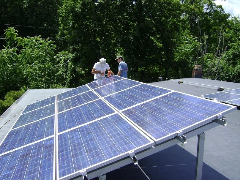 """W przypadku nadprodukcji energii fotowoltaicznej możemy """"sprzedać"""" ją do elektrowni."""