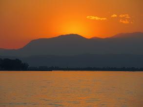 Photo: #sunset  #lagodigarda  #lakegardaitaly  #torridelbenaco