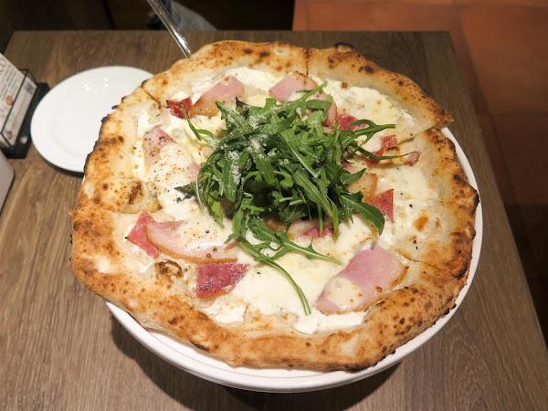BANCO 窯烤PIZZA‧自製生麵 世貿店 -- 世界冠軍級披薩職人坐鎮,新鮮現做正統道地義大利拿坡里式窯烤披薩,以100%杜蘭小麥自製手工義大利麵。