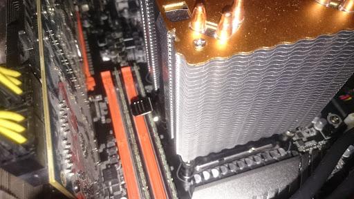 CPUクーラーとメモリとのクリアランス