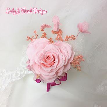 甜心淡粉紅心型玫瑰襟花