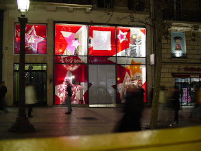 Photo: Paris decorates selectively for the holidays, but here is one store in the spirit of the season.