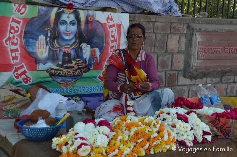 Bundi, marché aux fleurs