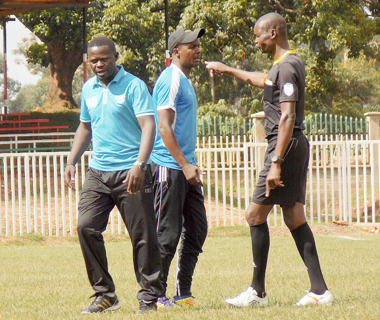 Western Stima head coach Salim Babu argues with one of the match officials at Bukhungu stadium on Sunday when his team played against Kakamega Homeboyz