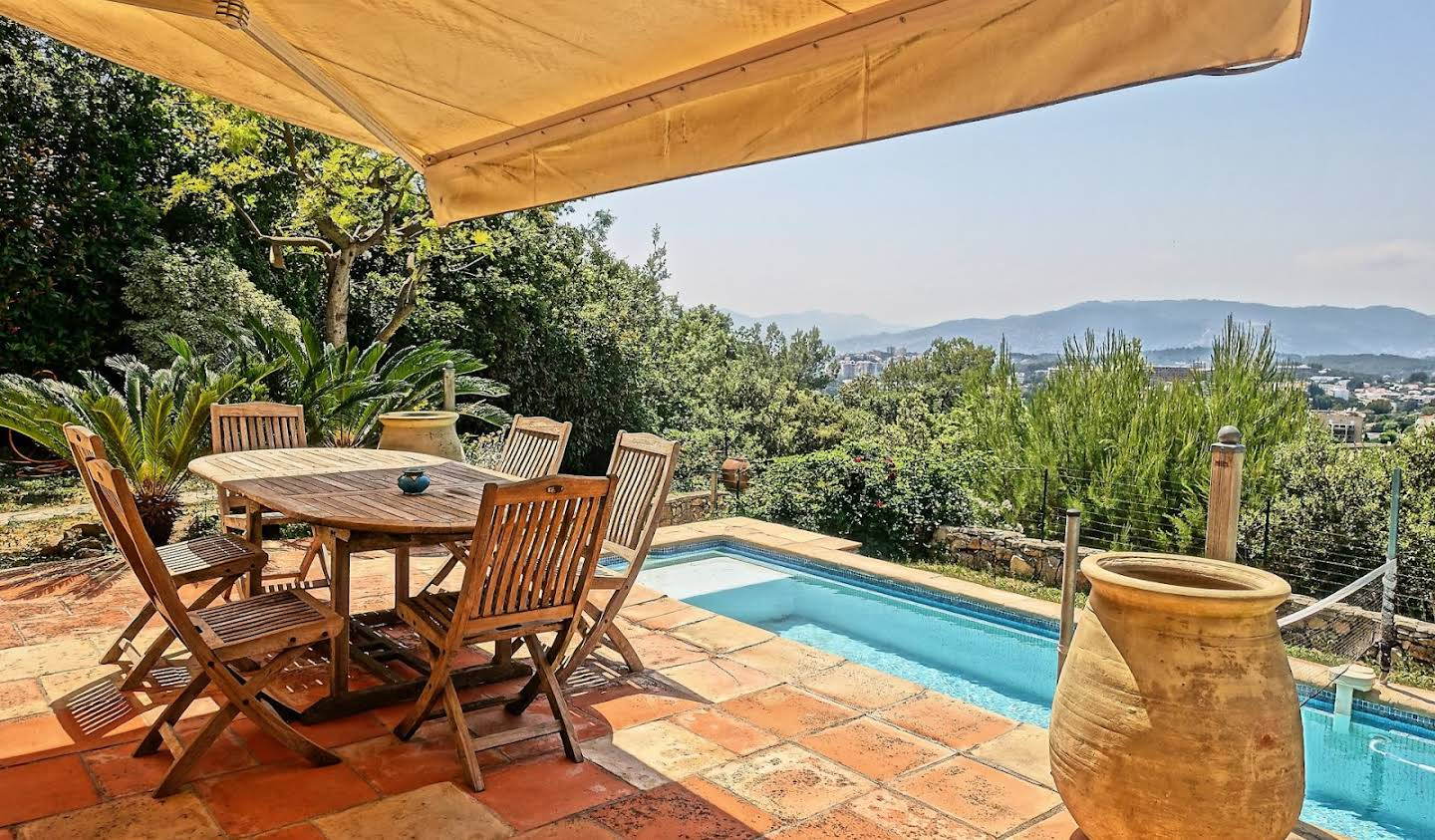 House with pool and garden Le Cannet