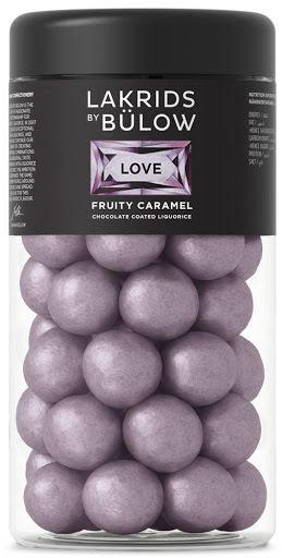 Love fruity caramel – saltlakrits med vit choklad och svartvinbär – Lakrids by Bülow