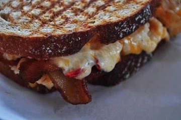 Grilled Bacon & Pimento Cheese Sammie Recipe