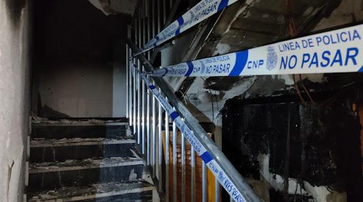 Desalojados por un incendio en los contadores de un bloque de la calle Real