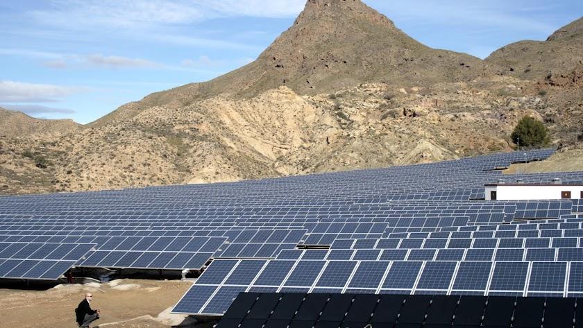 Un campo solar fotovoltaico inaugurado hace ocho años en Rioja.
