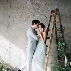 Wedding photographer Valera Vishnevskaya (paniV). Photo of 11.04.2017