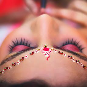 Those Beautiful Wedding Eyes by Akhil Khatri - Wedding Bride ( west bengal, darun, best photographer, wedding, indian marriage, bengali, beauty, indian bride, eyes )