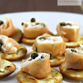 Easy Smoked Salmon and Cream Cheese Appetizers.