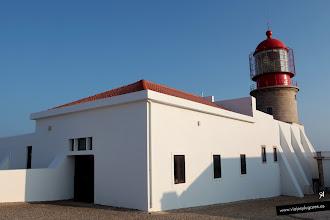 """Photo: 15: El Faro del Cabo San Vicente está construido dentro de la Fortaleza de San Vicente del siglo XVI. En 1587, el malo malísimo pirata británico """"Sir"""" Francis Drake también destruyó el faro primitivo."""
