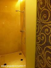 Photo: #014-La salle de bains du Sofitel Legend Métropole à Hanoï